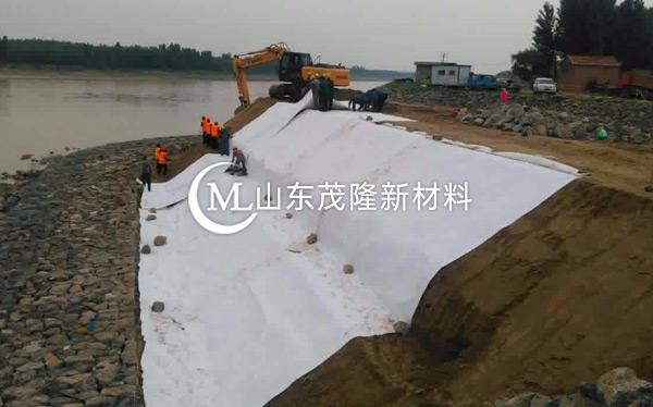 《沪通长江桥项目》土工布施工