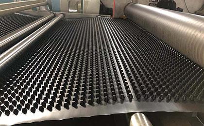 解析HDPE防排水板的特点