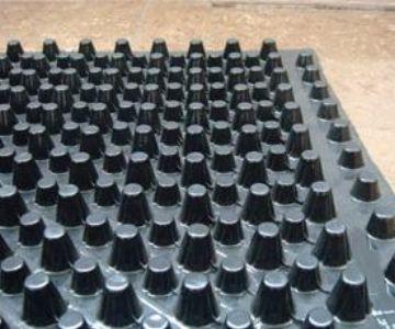 塑料排水板起到防水防渗作用的原因